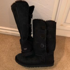 Classic tall UGG boot with triple button on sides